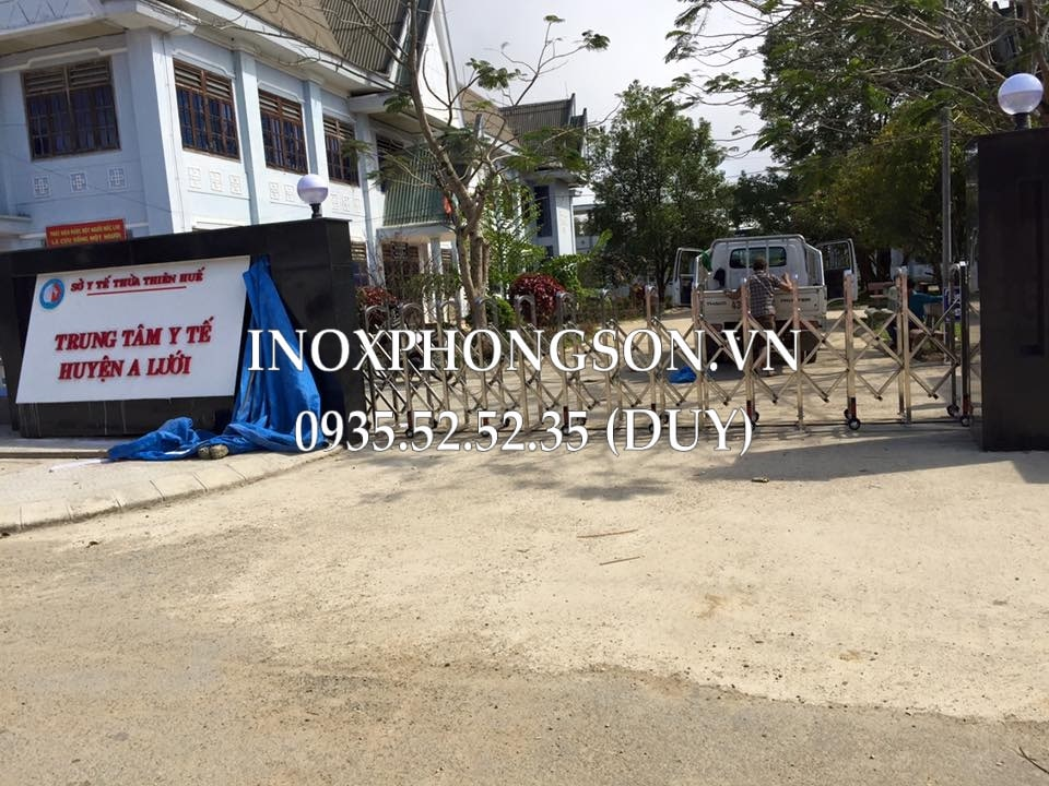Cổng Xếp chạy điện ởTrung tâm Y Tế huyện A Lưới, tỉnh Thừa Thiên Huế